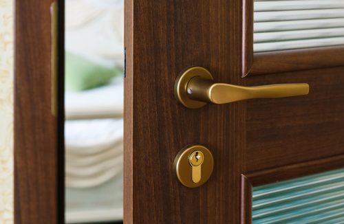 За сімома замками: вибираємо двері для помешкання