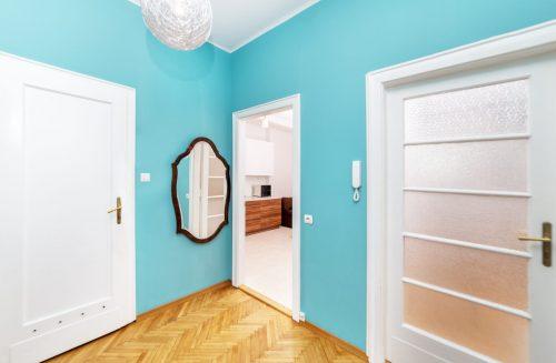 Піднебесся із перших кроків: коридор у блакитних тонах