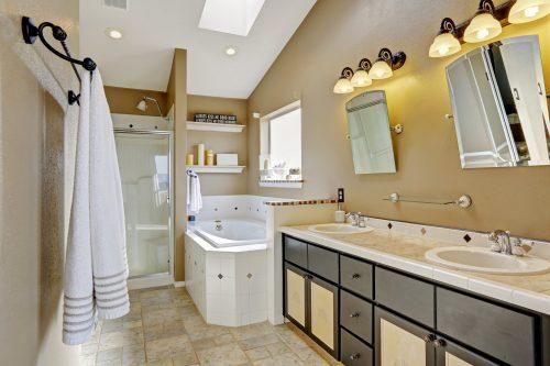 Освітлення у ванній кімнаті: робимо правильні акценти