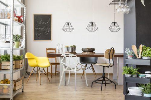 Стільці на кухні: еклектика стилю й кольору